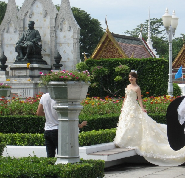 I stumbled upon this bride posing for her wedding pictures at the Wat Ratchanatdaram Worawihan temple