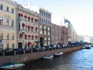 The city center lies on the south bank of the Neva River, while canals run thru the city