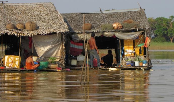 cam-floating-village-people