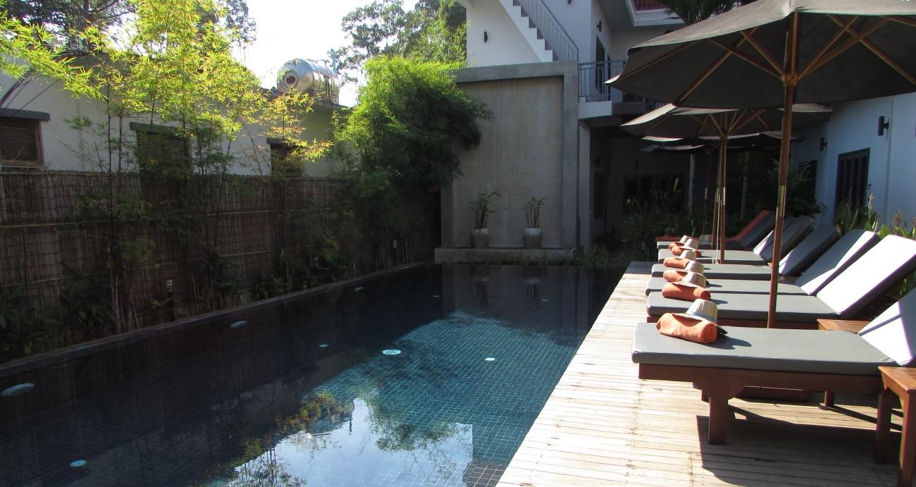 cam-hotel-pool