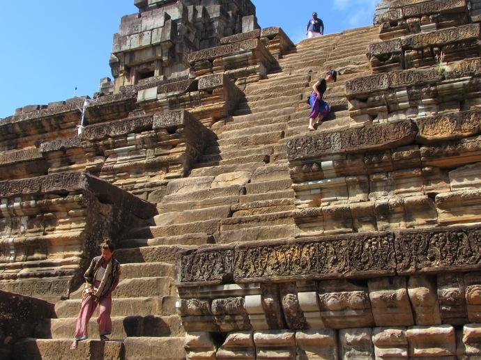 cam-ruins-tall-steps